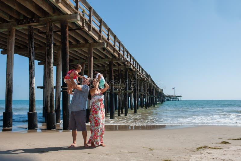 Giorno della spiaggia della famiglia immagine stock