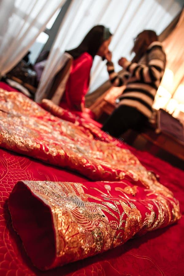 Giorno delle nozze cinese - Cheongsam fotografia stock libera da diritti