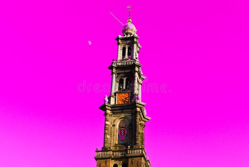 Giorno di Amsterdam della chiesa di Wester con la luna nei precedenti fotografia stock