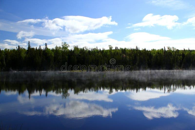Giorno di estate meraviglioso: Bello lago in Ontario fotografia stock