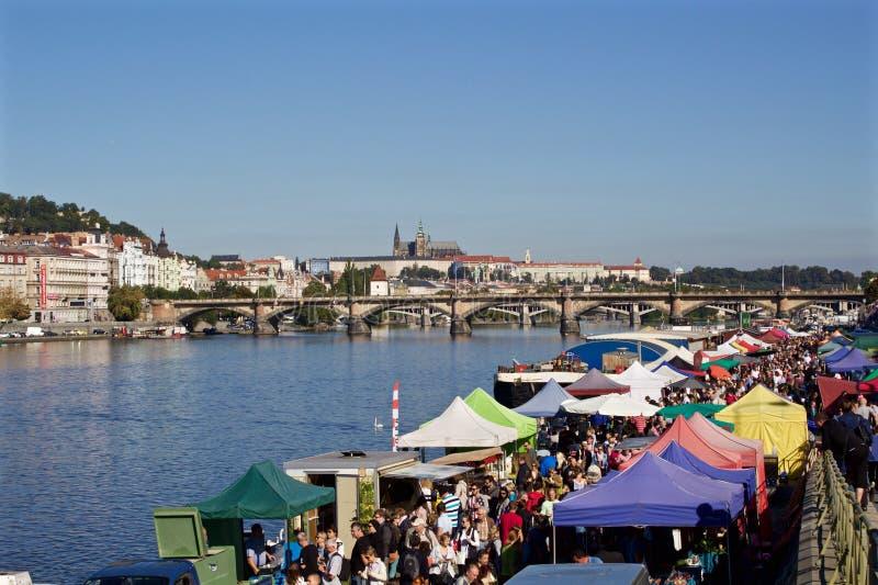 Giorno di estate soleggiato nel centro di Praga fotografia stock libera da diritti