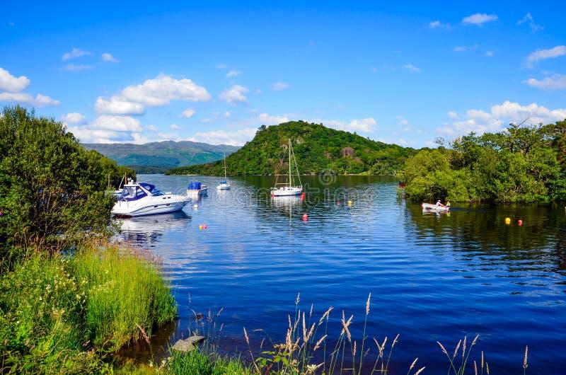 Giorno di estate su Loch Lomond, Scozia fotografie stock