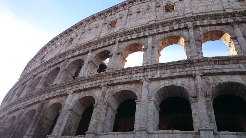 Giorno di estati luminoso per il Colosseum immagine stock libera da diritti