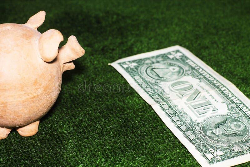 Giorno di imposta Porcellino salvadanaio immagine stock