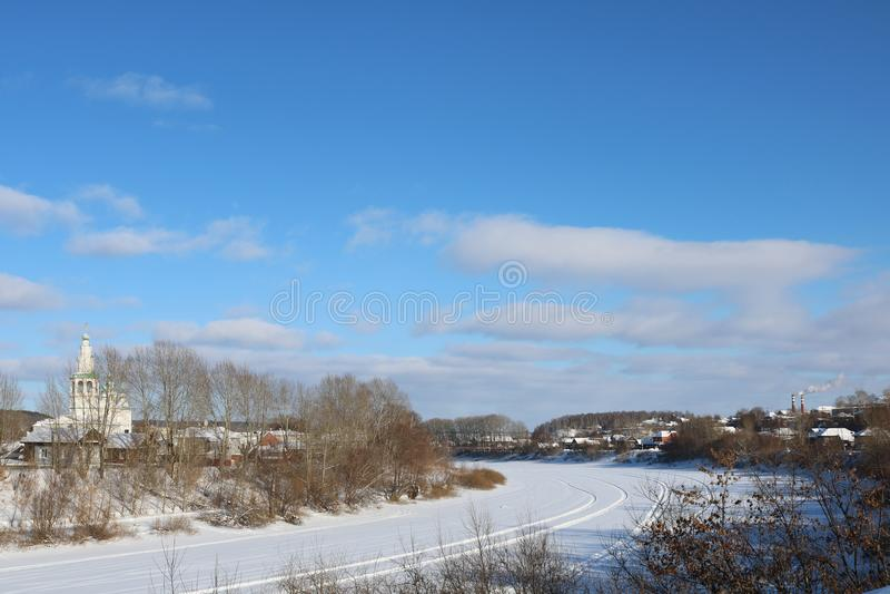 Giorno di inverno nella cittadina fotografie stock libere da diritti