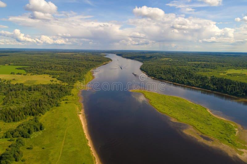 Giorno di luglio sopra il rilevamento aereo del fiume Volga La Russia immagine stock libera da diritti