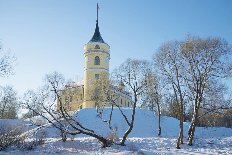 Giorno di Sunny February al vecchio castello Marienthal Vicinanze di St Petersburg, Russia fotografie stock