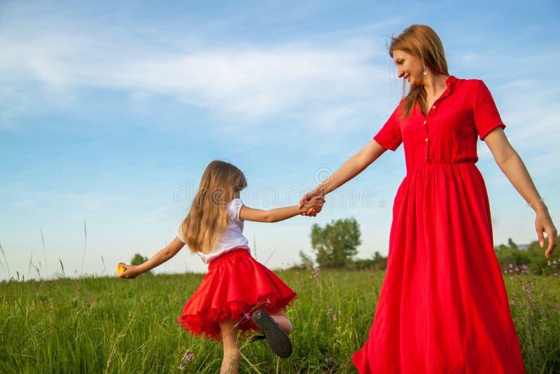 Giorno felice della famiglia fiore della lavanda dell'amore materno e del derivato fotografie stock