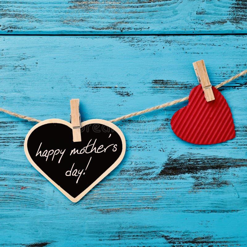 Giorno felice di madri del testo e dei cuori fotografia stock libera da diritti