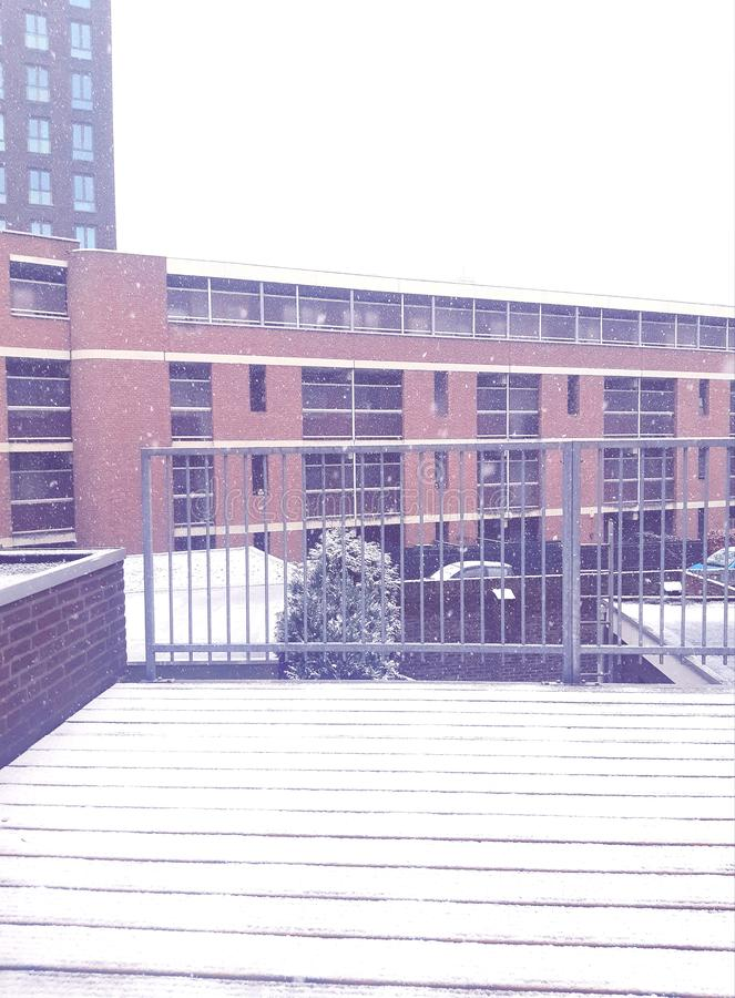 giorno nevoso Bella vista dal balcone Presente dalla natura europa immagine stock