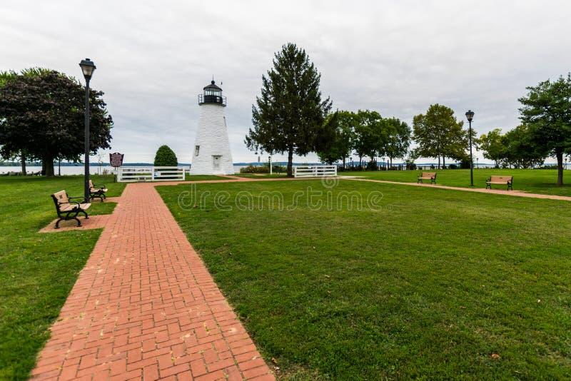 Giorno nuvoloso caldo a Havre De Grace, Maryland sulla passeggiata del bordo immagini stock
