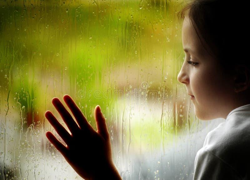 Giorno piovoso alla finestra fotografia stock