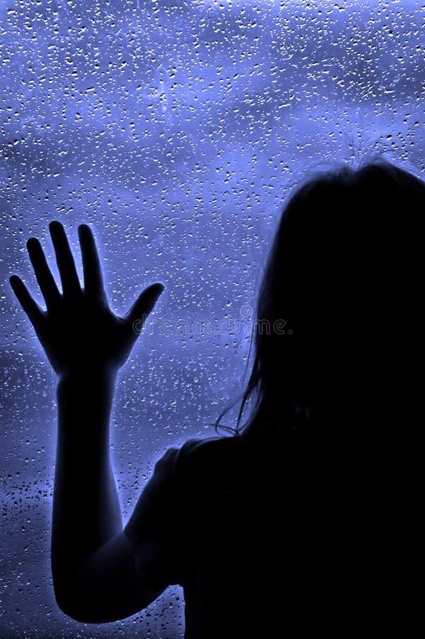Giorno piovoso alla finestra fotografie stock libere da diritti