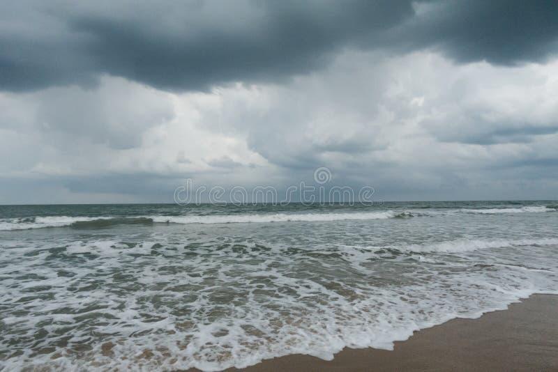 Giorno piovoso tempestoso alla spiaggia sull'isola del nord di Hutchinson, Florida fotografie stock libere da diritti
