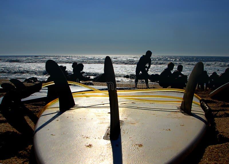 Giorno praticante il surfing immagine stock