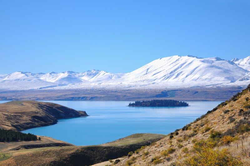Giorno soleggiato ai posti di paradiso in Nuova Zelanda/lago del sud Tekapo/chiesa di buon pastore fotografie stock libere da diritti