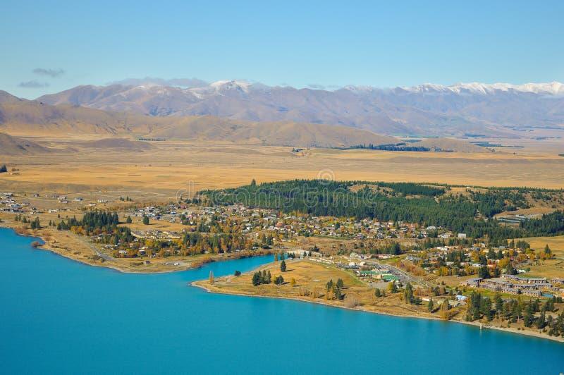 Giorno soleggiato ai posti di paradiso in Nuova Zelanda/lago del sud Tekapo/chiesa di buon pastore fotografia stock libera da diritti