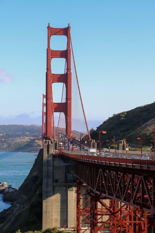 Giorno soleggiato a golden gate bridge a San Francisco, California immagine stock libera da diritti