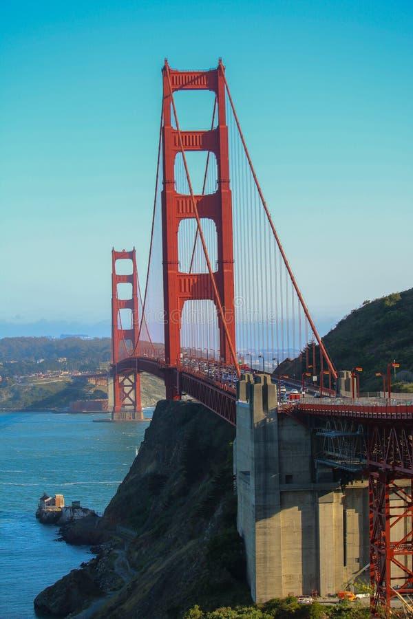 Giorno soleggiato a golden gate bridge a San Francisco, California immagine stock