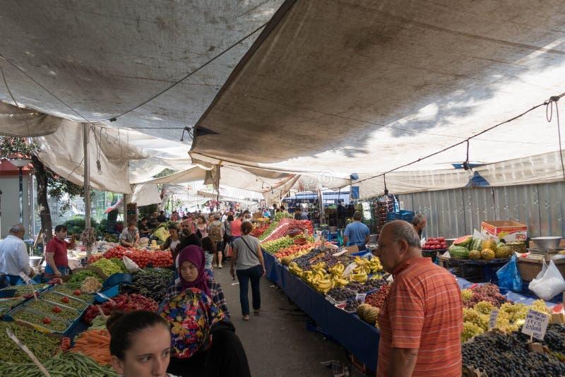 Giorno tradizionale del mercato dell'ortaggio da frutto a Costantinopoli Turchia nel 2017 immagine stock