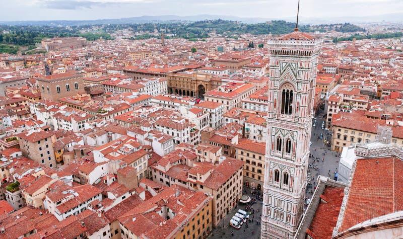 Giotto's Campanile från överkant av Florence Duomo arkivfoton