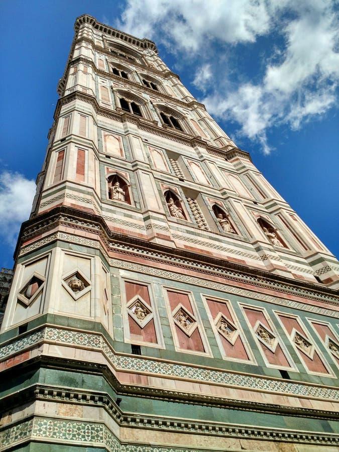 Giottos klockatorn nära duomoen, Florence, Italien royaltyfri foto