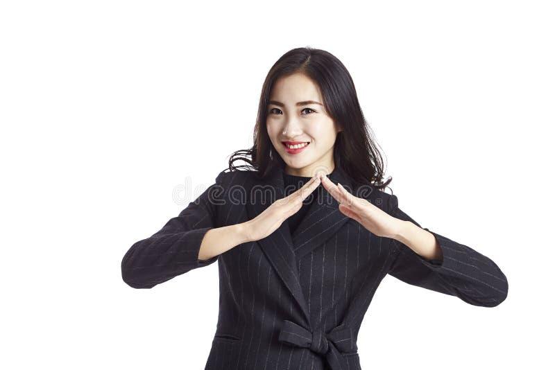 Giovane agente immobiliare femminile asiatico fotografie stock libere da diritti