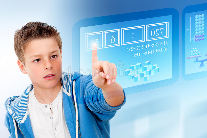Giovane allievo con l'interfaccia futuristica virtuale. fotografie stock libere da diritti
