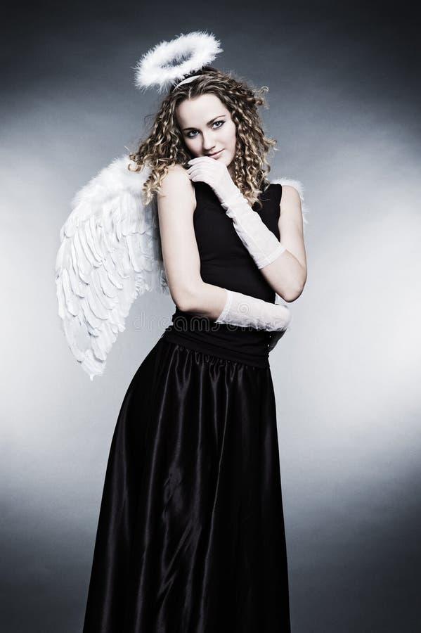 Download Giovane angelo riccio immagine stock. Immagine di bellezza - 7309795
