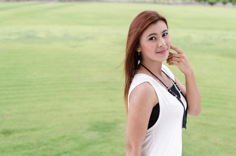 Giovane asiatico attraente della testarossa fotografia stock libera da diritti