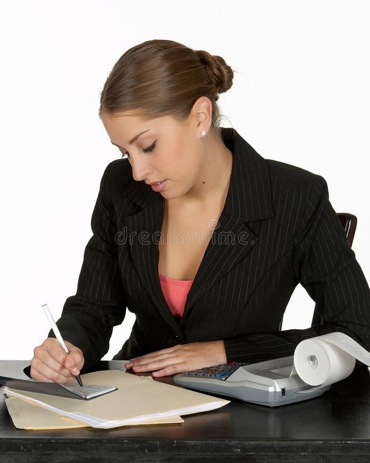 Giovane assegno di scrittura di affari fotografie stock