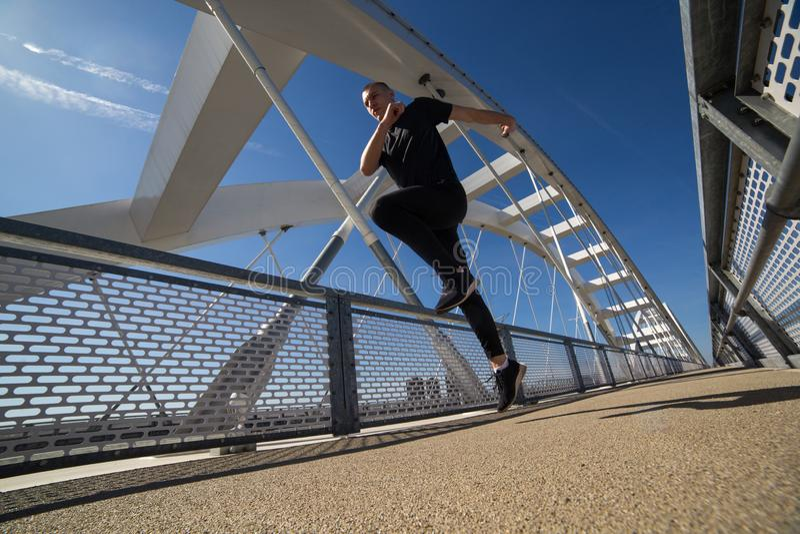 Giovane atleta Runing Outdoor immagine stock libera da diritti