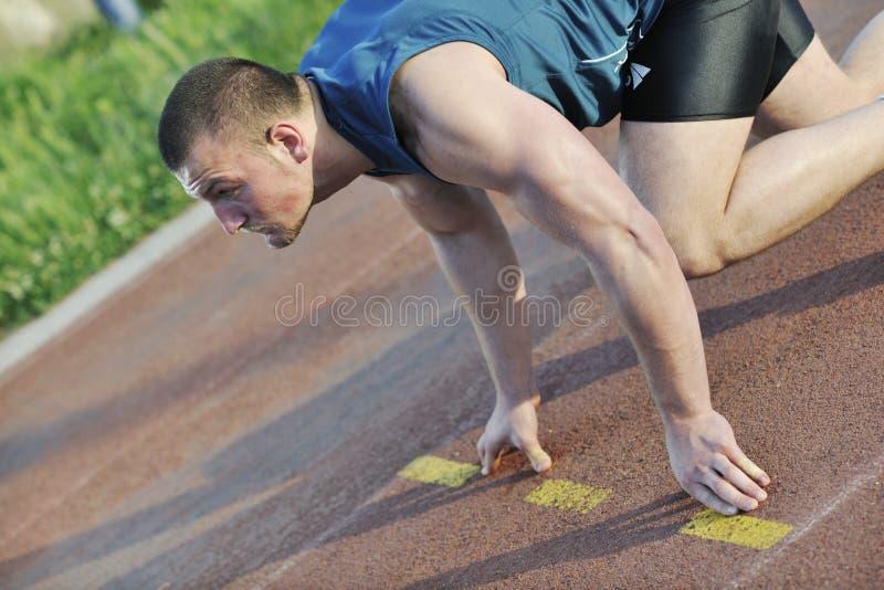 Giovane atleta sull'inizio immagine stock libera da diritti