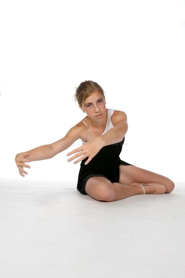 Giovane ballerina sveglia contro alta priorità bassa chiave fotografie stock libere da diritti