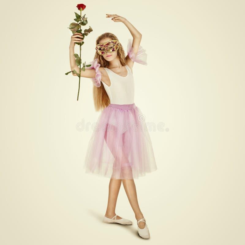 Giovane ballerino di balletto femminile Ritratto integrale di un poco bal fotografie stock libere da diritti