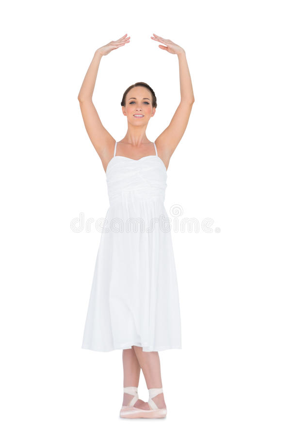 Giovane ballerino di balletto pacifico che sta in una posa fotografia stock libera da diritti