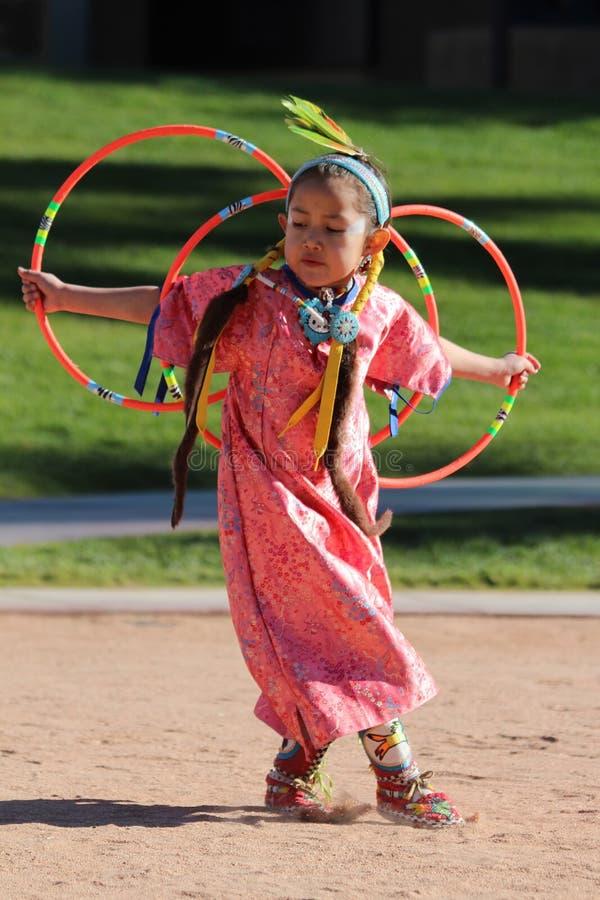 Giovane ballerino femminile del cerchio fotografia stock libera da diritti