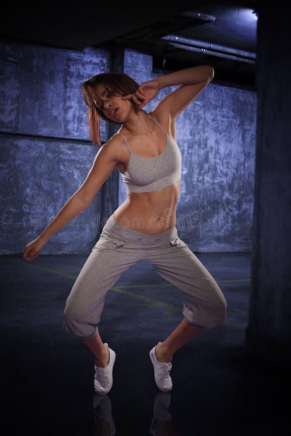 Giovane ballerino hip-hop femminile agile fotografie stock