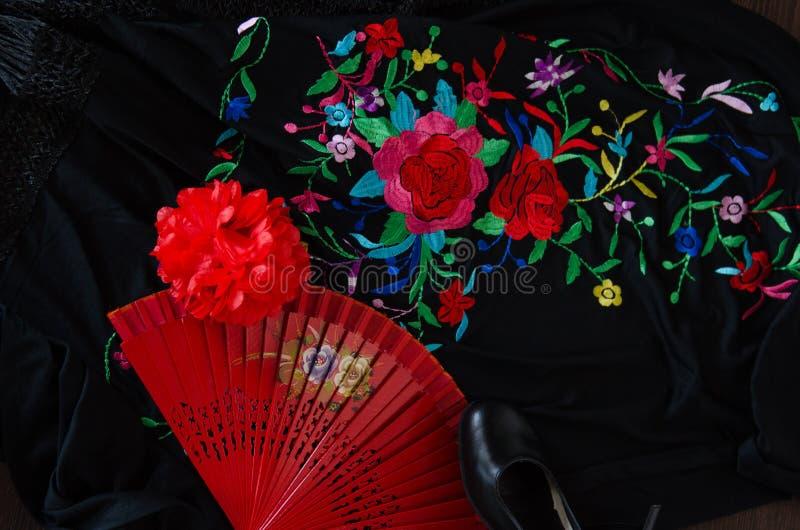 Giovane ballerino ispanico di flamenco mentre ballando fotografie stock libere da diritti