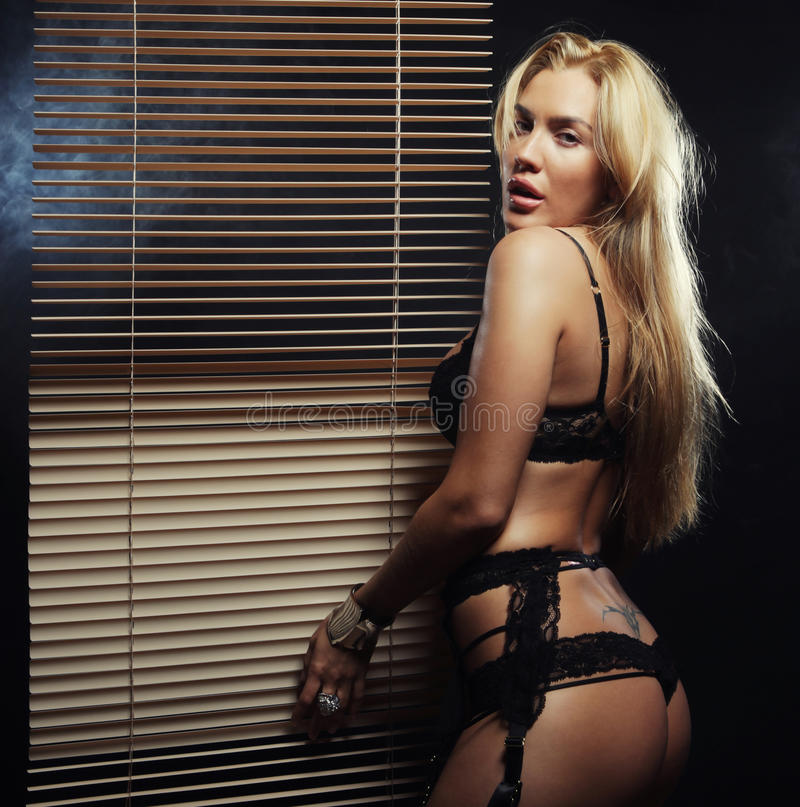 Download Giovane Ballerino Sexy Di Striptease Immagine Stock - Immagine di dietro, figura: 55358189