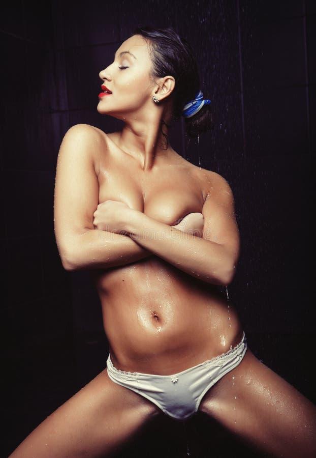 Download Giovane Ballerino Sexy Di Striptease Immagine Stock - Immagine di bellezza, bottom: 55358195