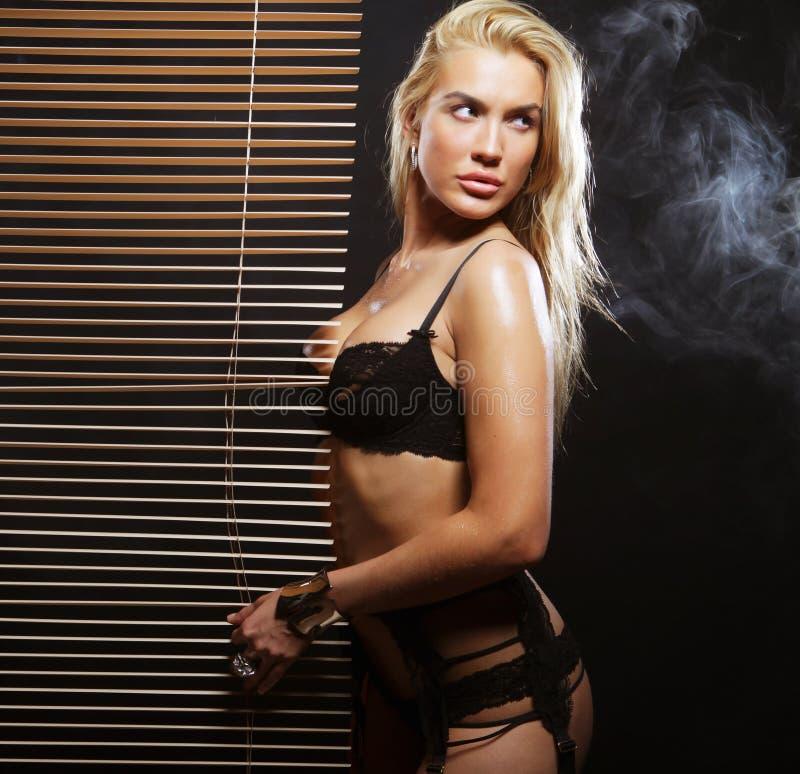Download Giovane Ballerino Sexy Di Striptease Fotografia Stock - Immagine di back, umano: 56879278