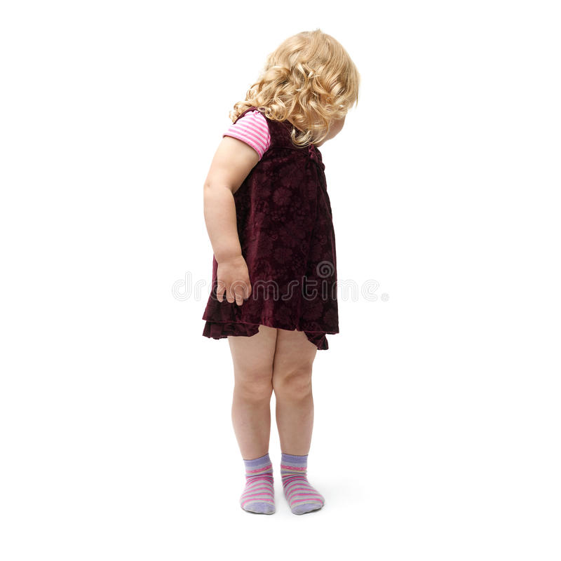 Giovane bambina che controlla fondo bianco isolato fotografia stock libera da diritti