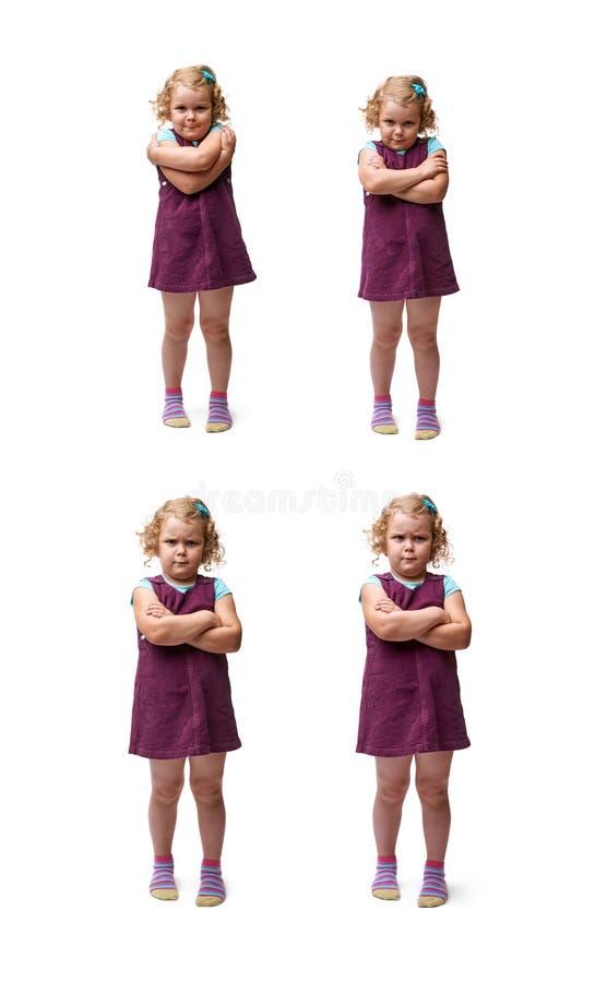 Giovane bambina che controlla fondo bianco isolato immagini stock libere da diritti