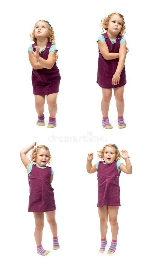 Giovane bambina che salta sopra il fondo bianco isolato fotografia stock