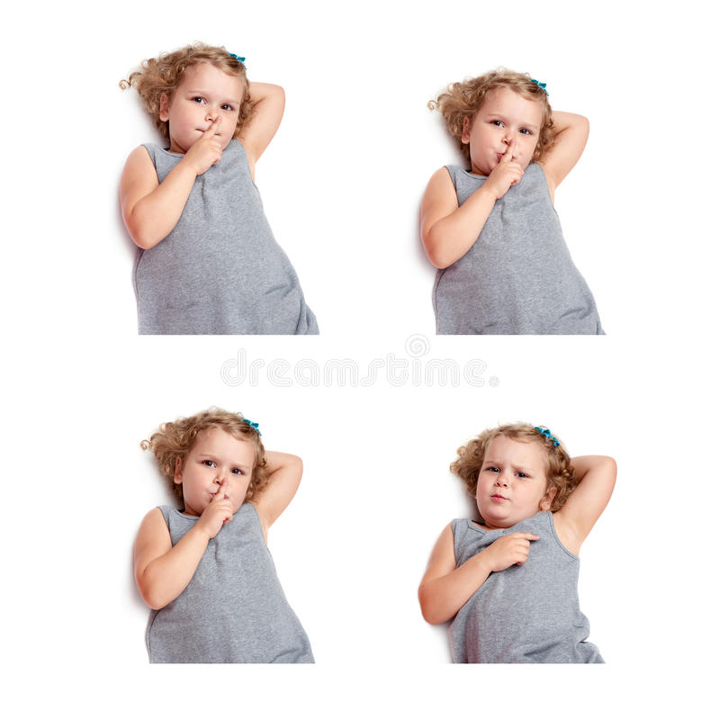 Giovane bambina che si trova sopra il fondo bianco isolato fotografia stock libera da diritti