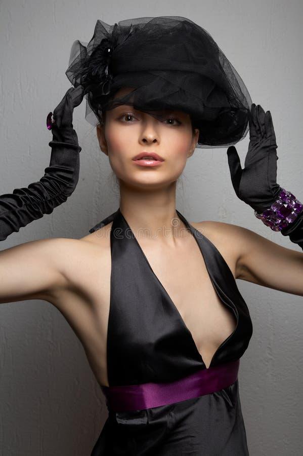 Download Giovane bella donna immagine stock. Immagine di benissimo - 7322977