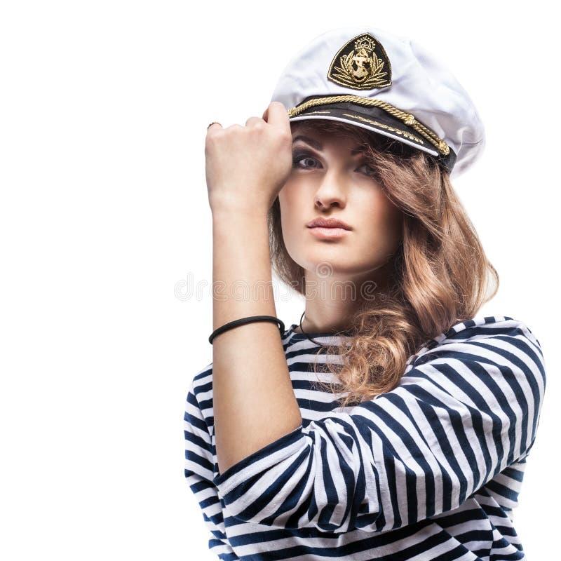 Giovane bella donna adorabile in picco-cappuccio del mare e maglia spogliata fotografia stock libera da diritti