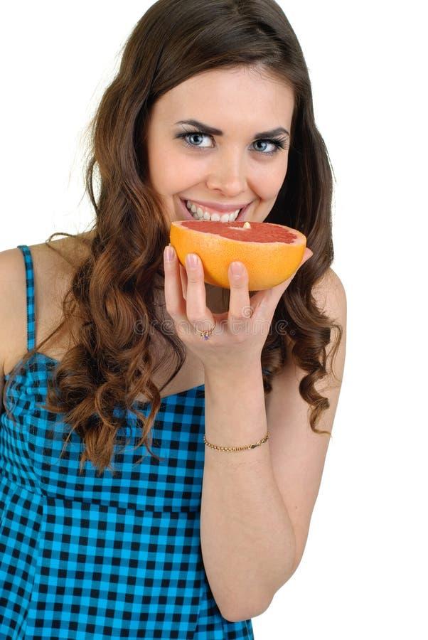 Giovane bella donna con frutta in studio fotografia stock