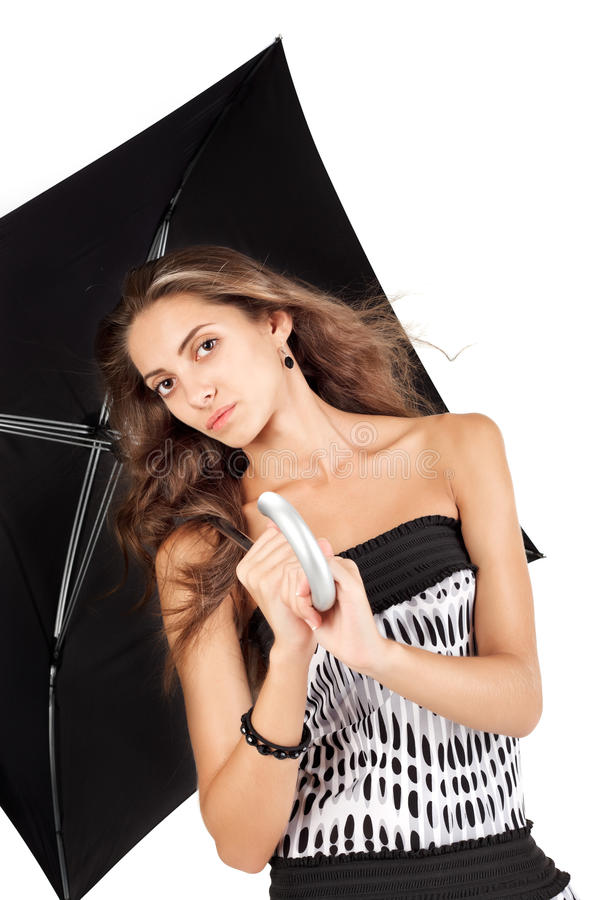 Giovane bella donna con il ritratto nero dell'ombrello fotografia stock libera da diritti